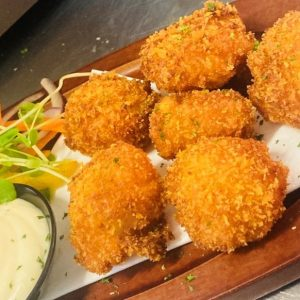panko crumbed scallops with tartare sauce and salad on plate